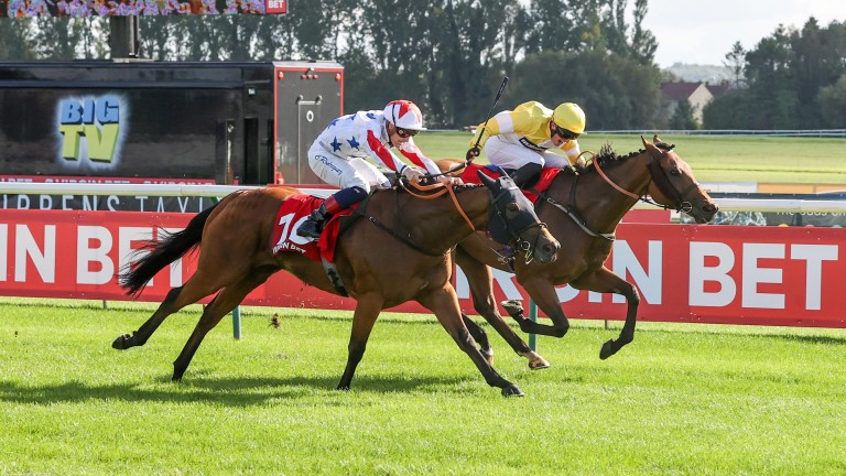 Staxton (far side) gets the better of Soldier's Minute in the Virgin Bet Ayr Silver Cup