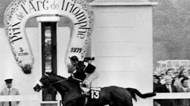 4 OCT 1971:  MILL REEF RIDDEN BY JOCKEY GEOFF LEWIS CROSSES THE FINISH LINE TO WIN THE 1971 PRIX DE L''ARC DE TRIOMPHE AT THE LONGCHAMPS RACECOURSE. Mandatory Credit: Allsport Hulton/Archive