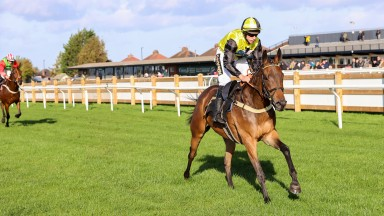 HARDY DU SEUIL (Gavin Sheeham) wins at CARLISLE 21/10/21Photograph by Grossick Racing Photography 0771 046 1723